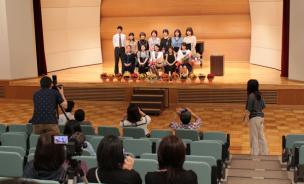 2015年発表会の記念写真撮影の様子