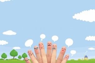 青空のイラストが背景の指のキャラ