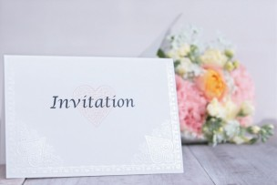 ingitetionと書かれた手紙と花束