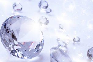 ダイヤモンドがきらきらと輝く画像